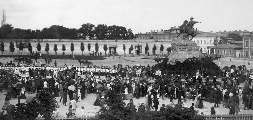 Памятник Хмельницкому: как это было