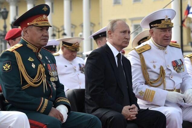 Володимир Путін на військово-морському параді в Санкт-Петербурзі