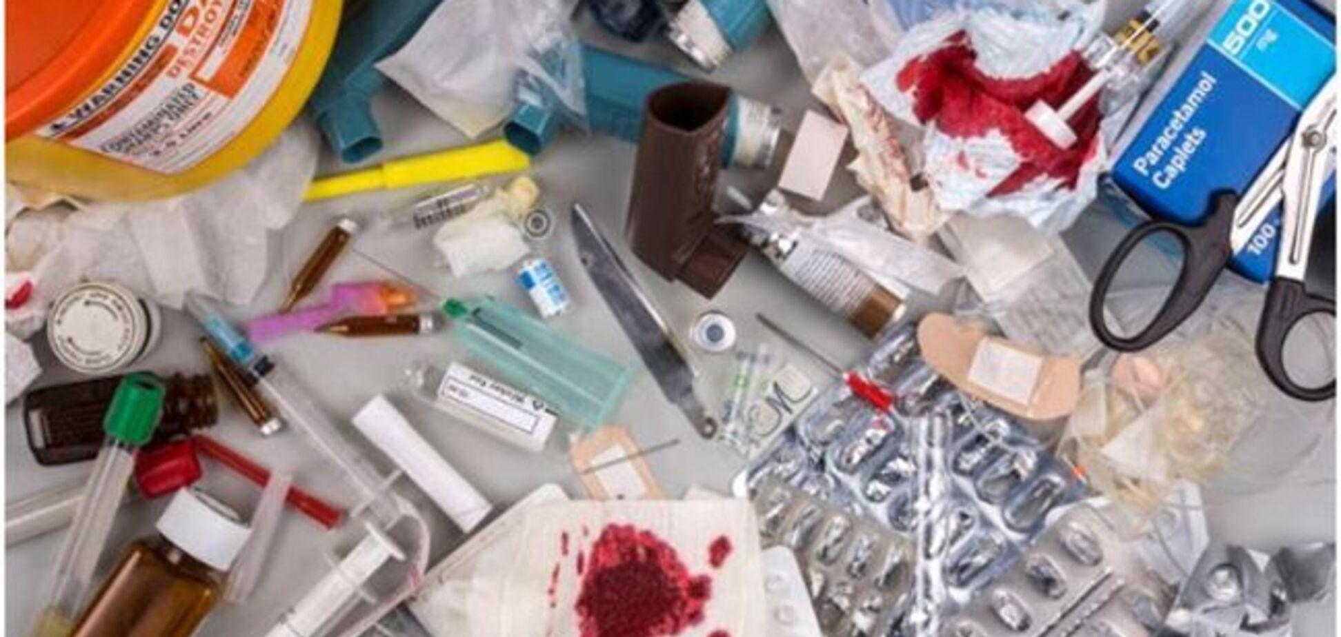 Шприци, катетери та гора сміття: в Дніпрі знайшли небезпечне звалище. Фото