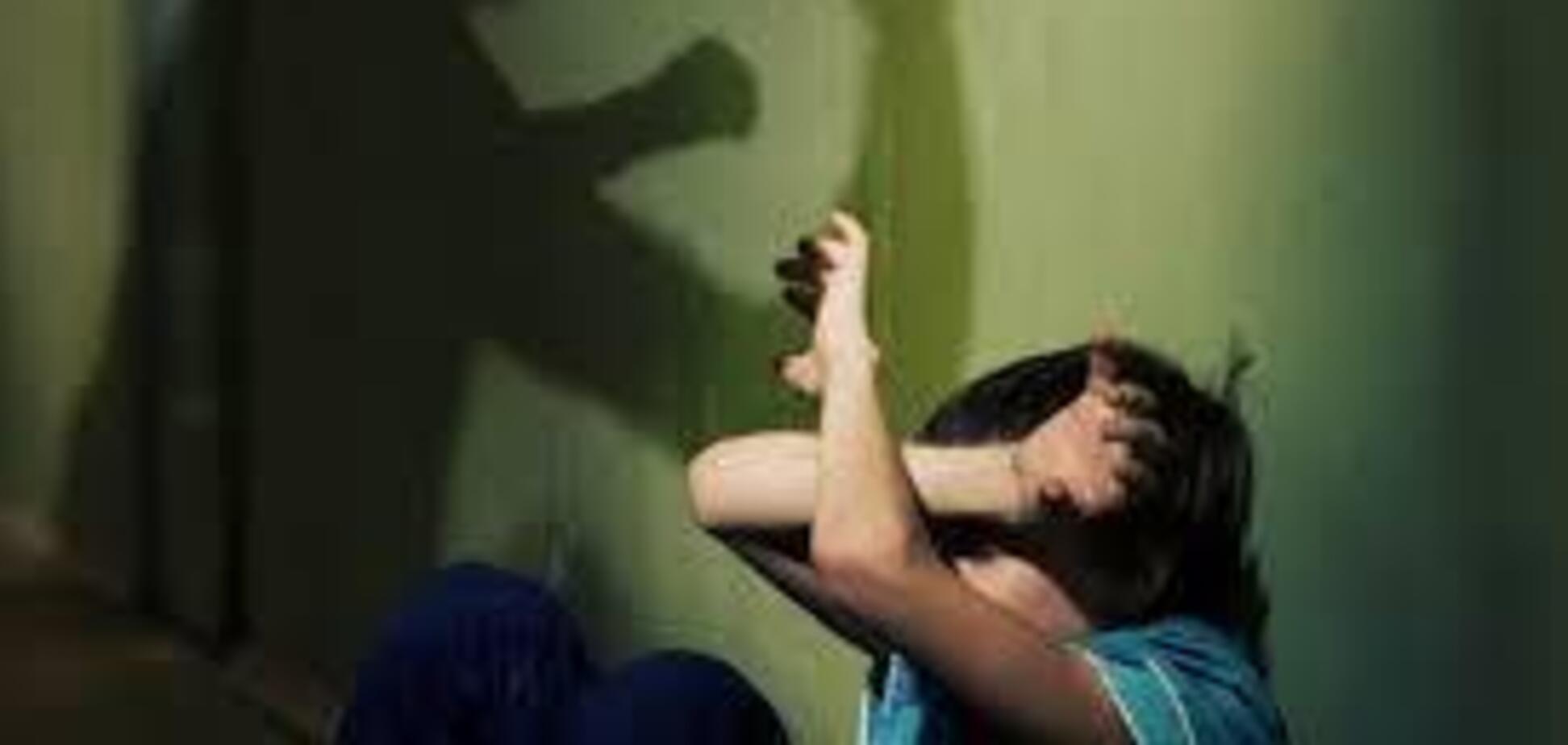 Напився і жорстоко побив дитину: на Дніпропетровщині суд заарештував домашнього тирана
