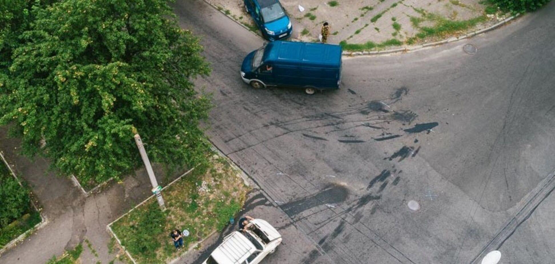У Дніпрі зіткнулися два легковики: Citroen перекинувся на бік