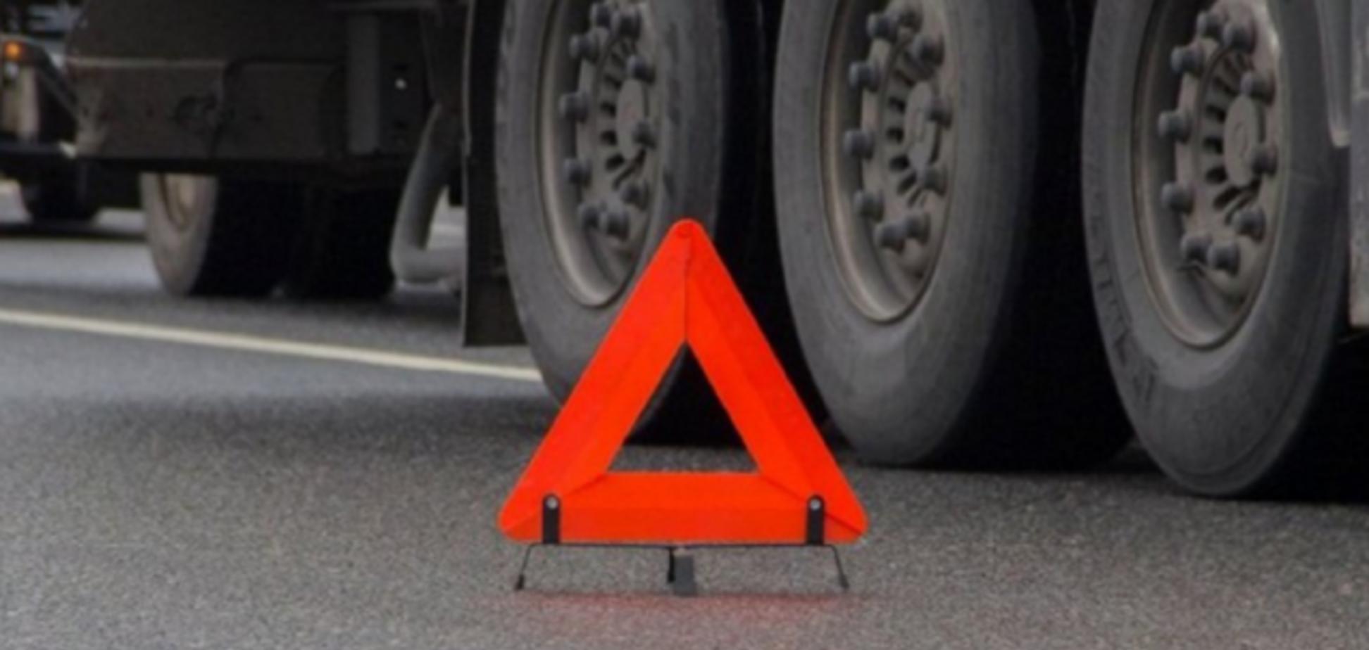 Відлетіло колесо: в Кривому Розі відбулася жорстка ДТП з вантажівкою. Фото