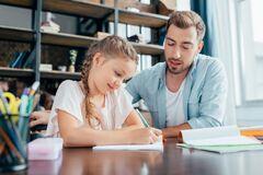 З вересня українські школярі зможуть навчатись вдома без поважних причин: у Міносвіти розповіли подробиці