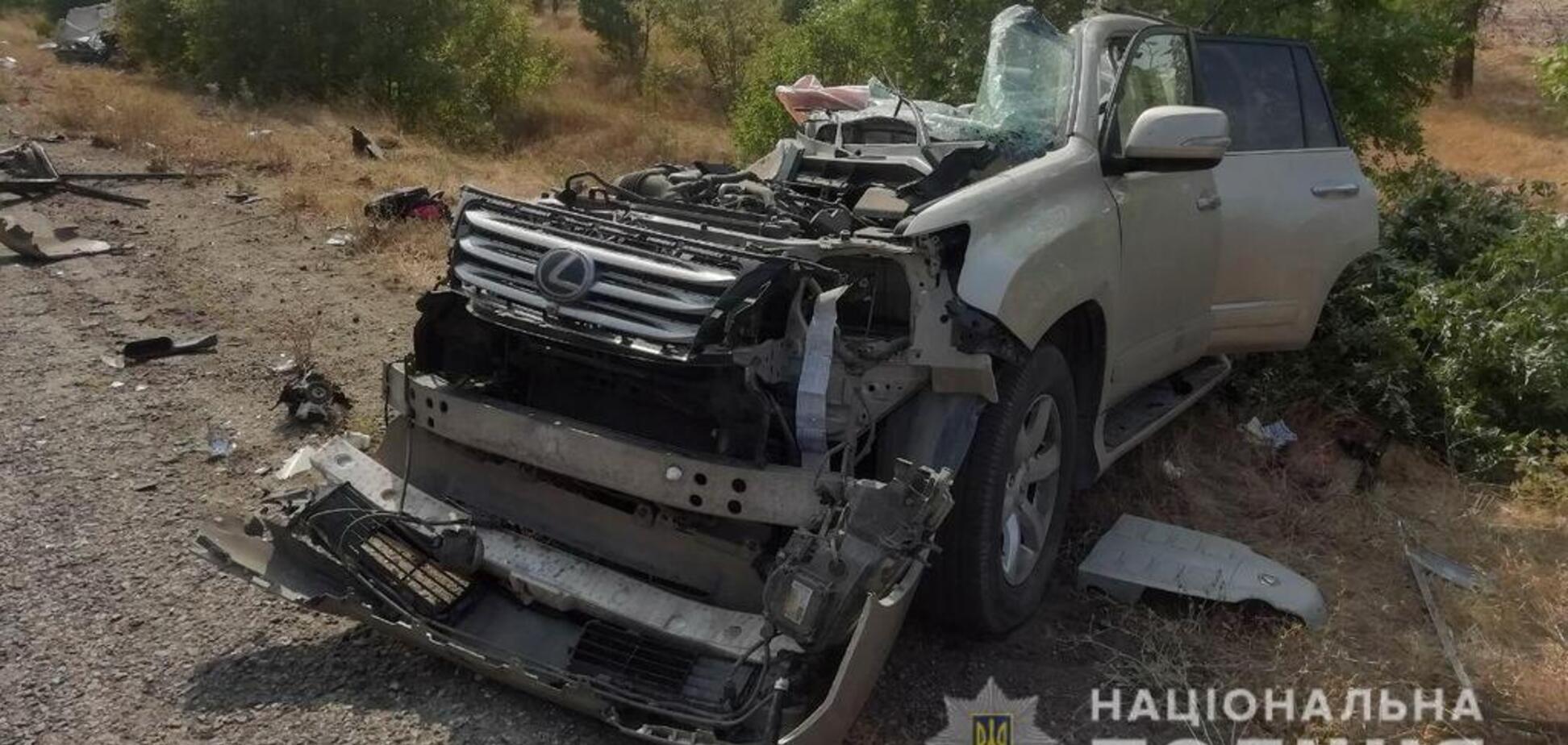 На Херсонщині позашляховик 'розірвало' навпіл