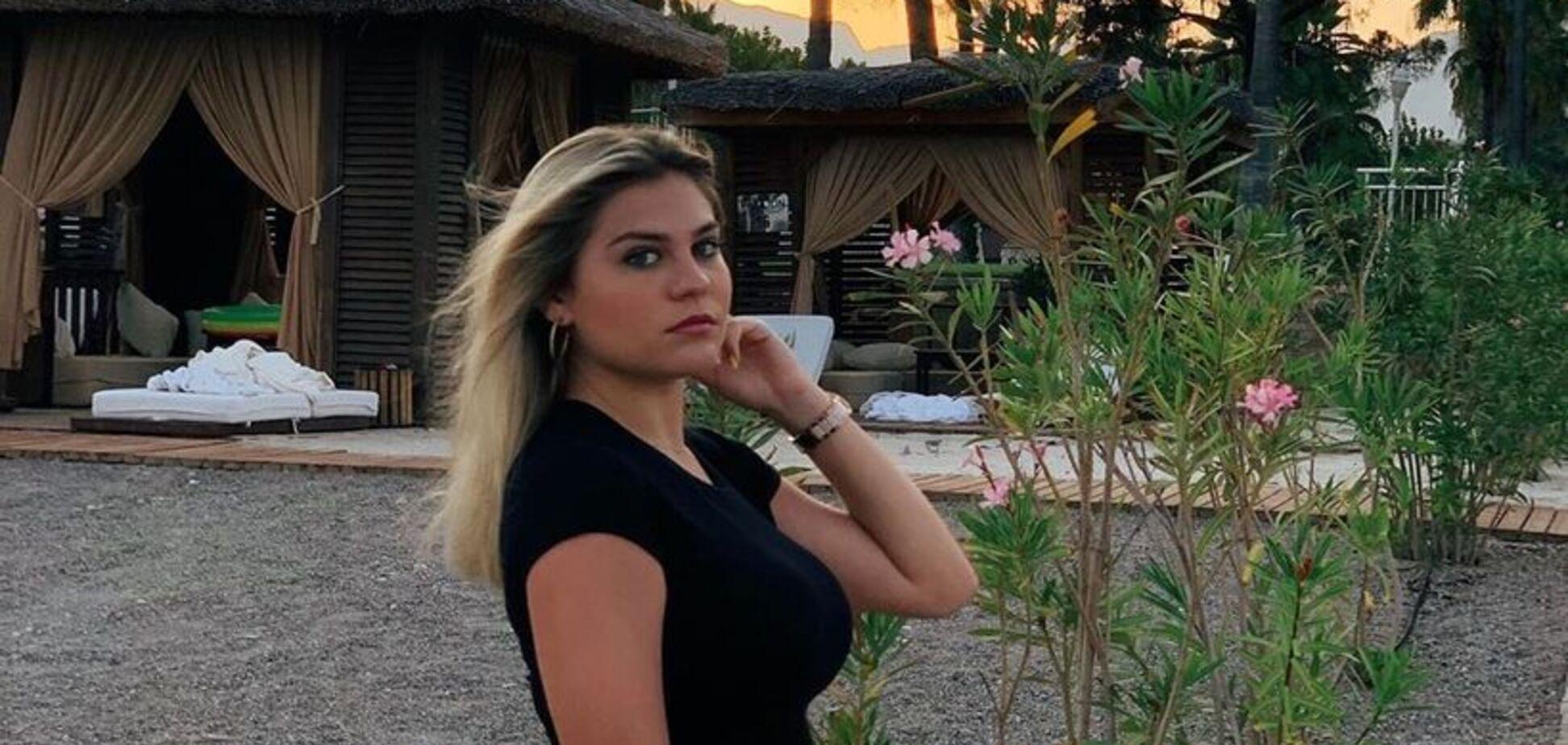 'Як Барбі': внучка Боярського вразила мережу пишним бюстом у відвертій сукні