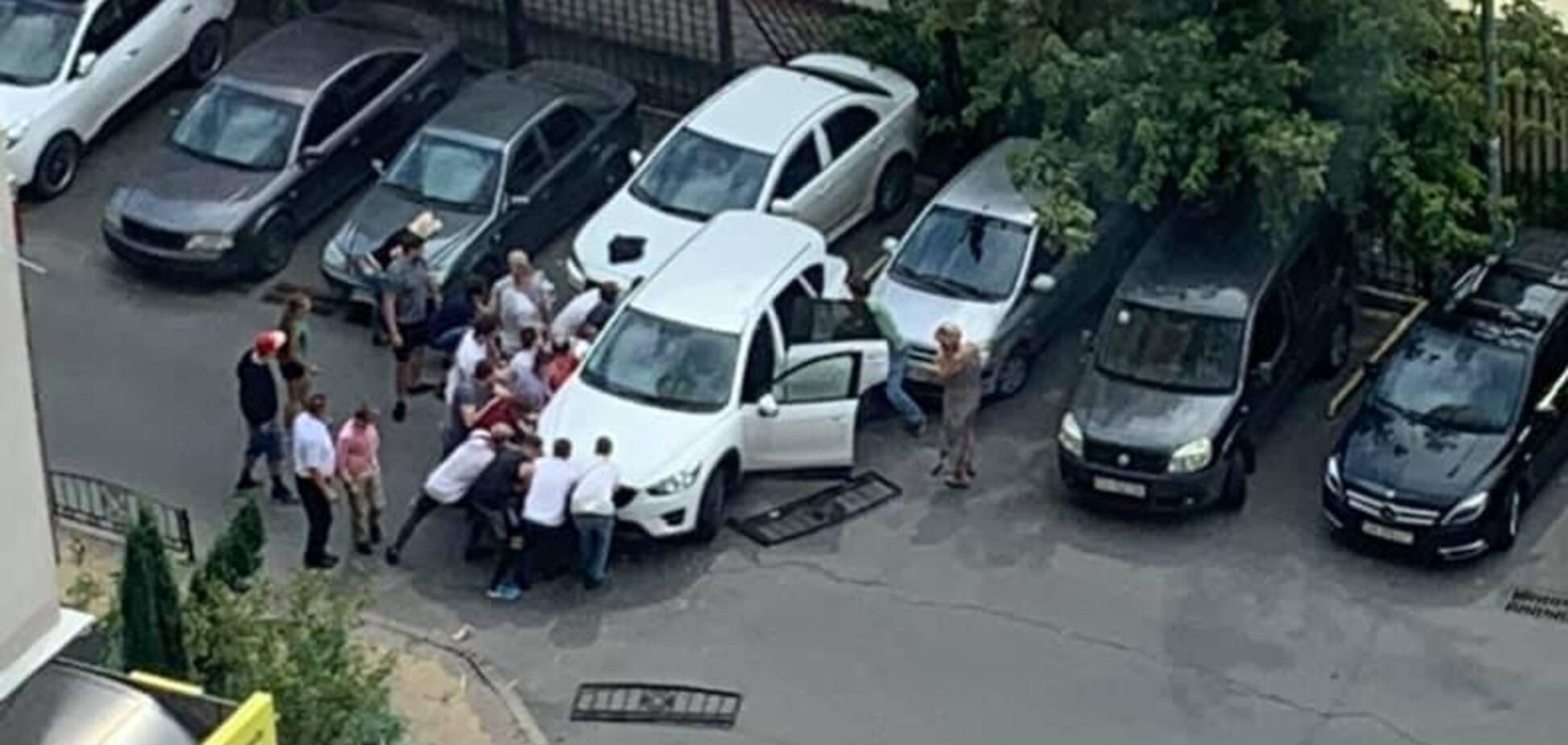 У Києві водійка наїхала на матір з дитиною