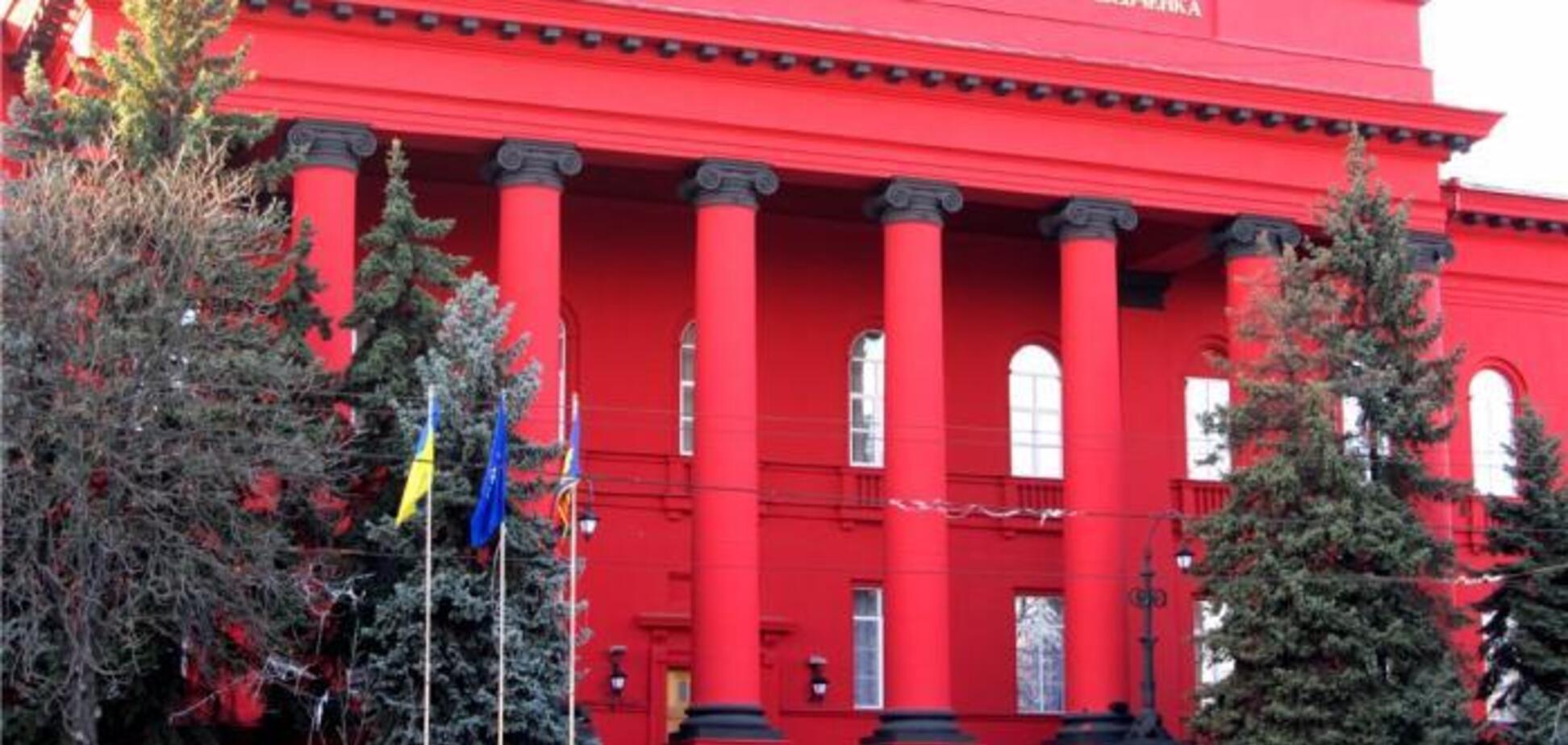 Червоний корпус університету Шевченка побілів: у чому справа