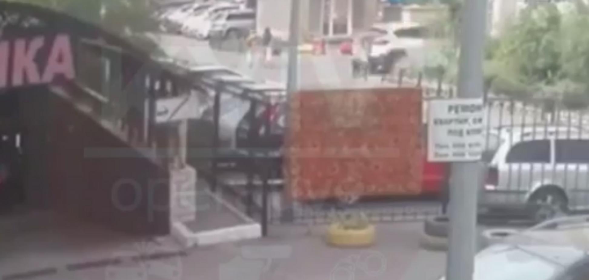 Переплутала педалі і розчавила матір із дитиною: з'явилося відео страшної ДТП у Києві. 18+