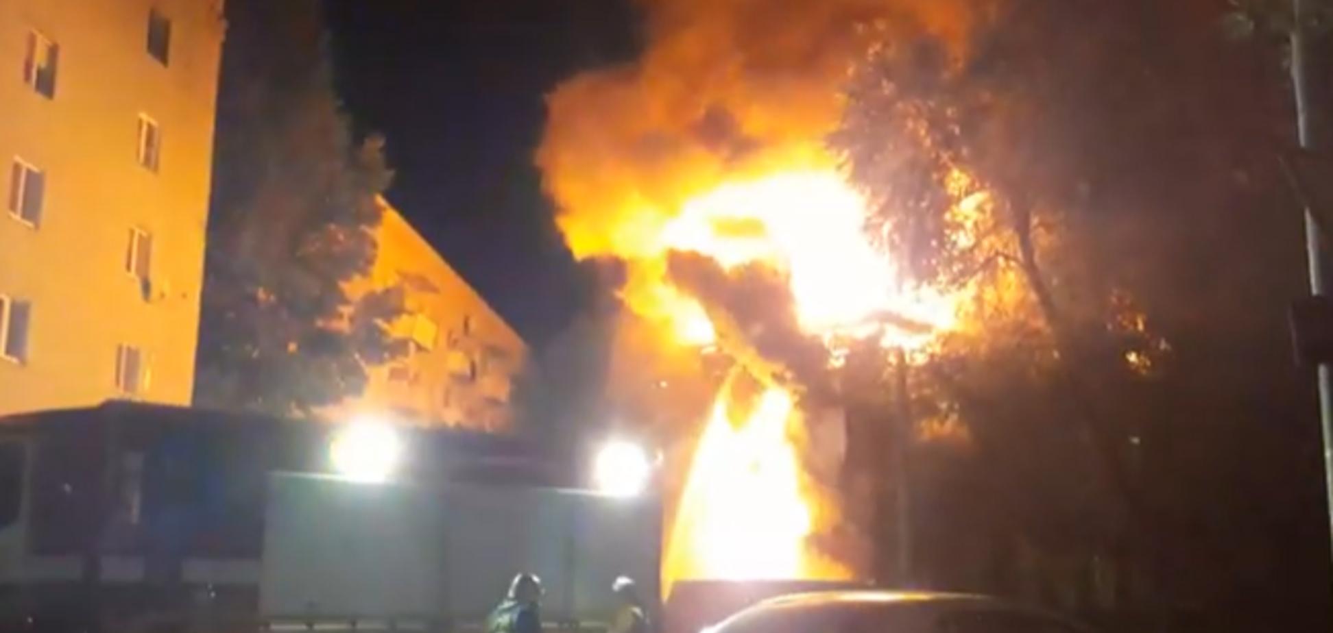 В России в жилом доме заживо сгорели люди: фото и видео с места ЧП
