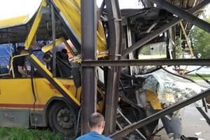 В России автобус влетел в трубопровод