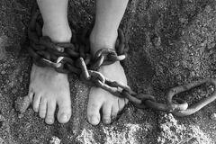 Обмотала скотчем и приковала: в Днепре женщина держала ребенка на цепи