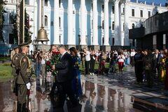 'Украина победит!' Порошенко поздравил страну с Днем независимости