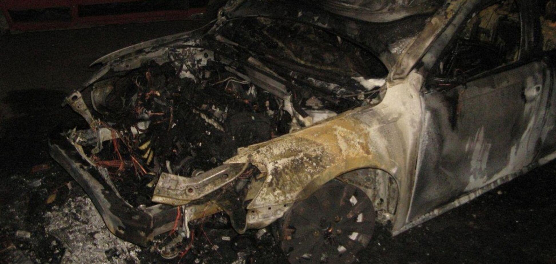 У Дніпрі за ніч згоріли 2 автомобілі: подробиці