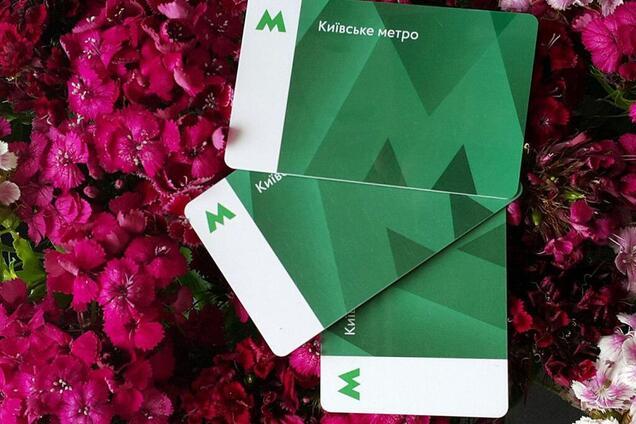 В Киеве на 10 станциях метро перестали продавать проездные