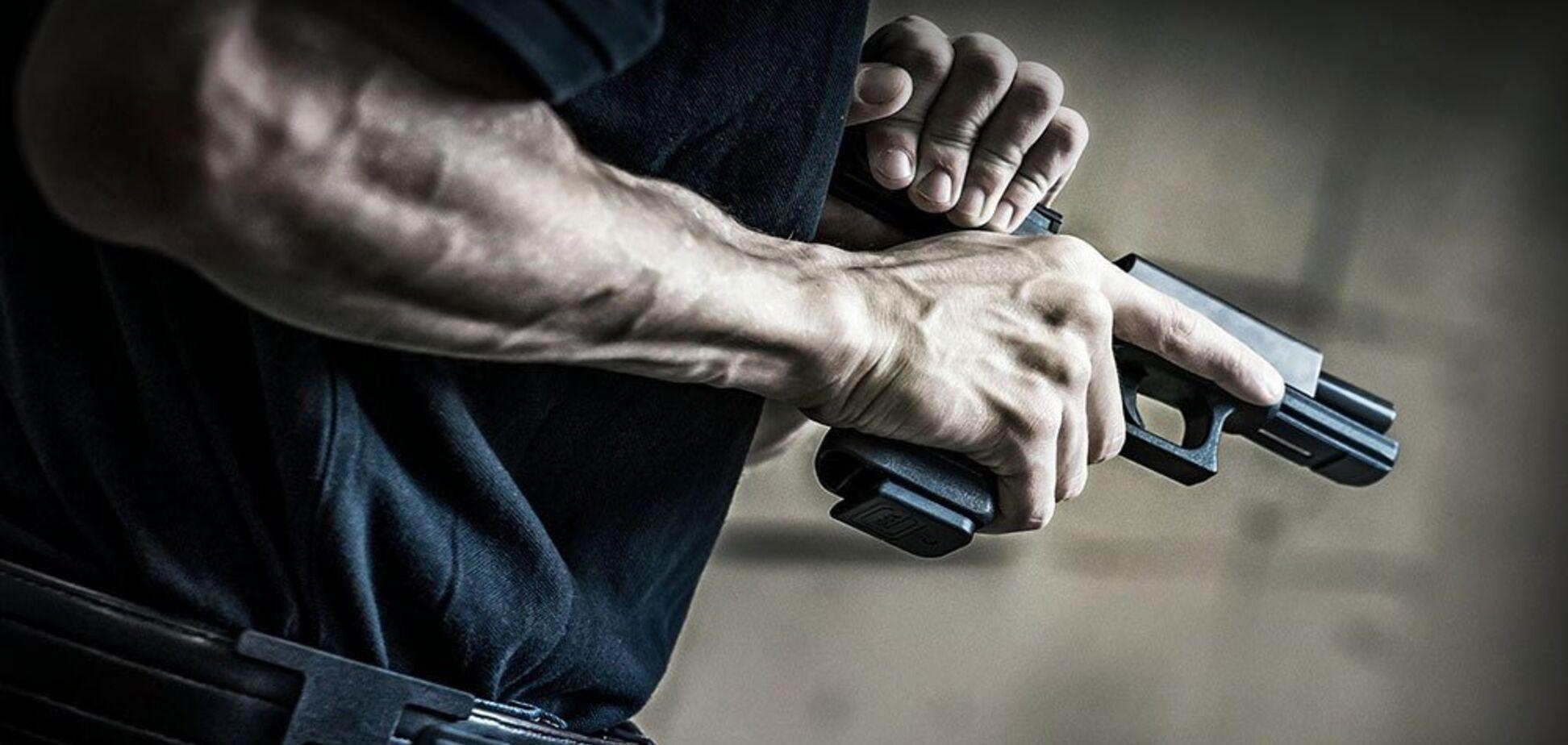 У Дніпрі грабіжник відкрив стрілянину по поліцейському: подробиці