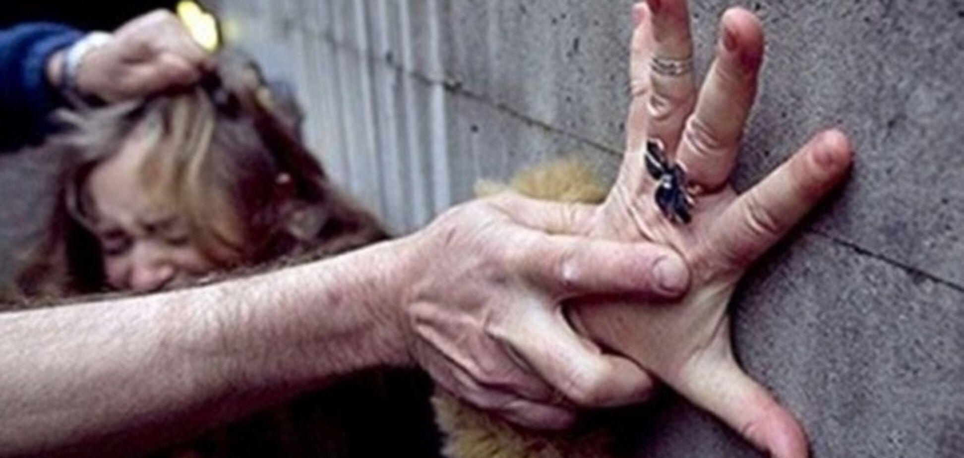 Хотів згвалтувати: в Дніпрі чоловік напав на дівчинку