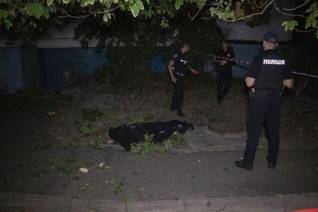 У Києві жінка вистрибнула з сьомого поверху