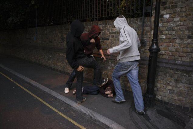 У Дніпрі підлітки жорстоко побили чоловіка