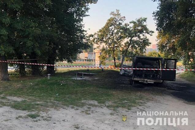 У Києві невідомі в масках підпалили авто