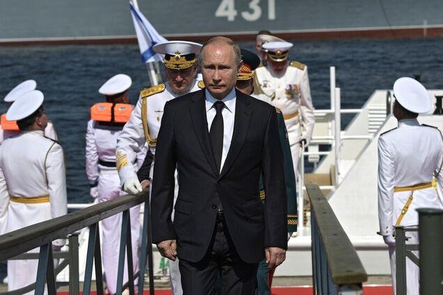 Владимир Путин на военно-морском параде в Санкт-Петербурге