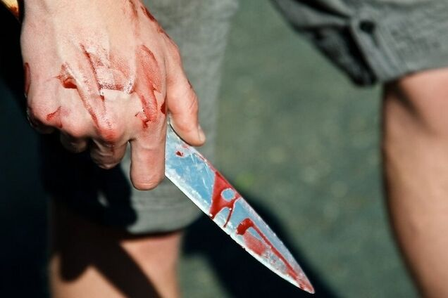 Удар ножем у живіт
