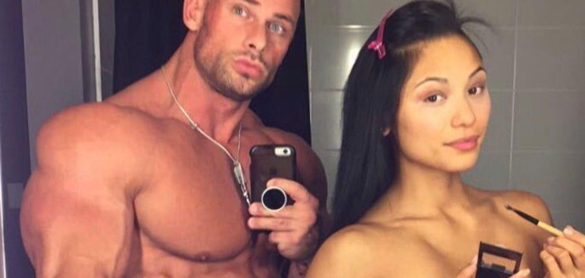 Знаменитый культурист выложил в сеть фото с голой женой
