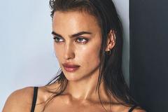 Ирина Шейк показала голую грудь в пикантной фотосессии