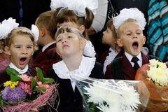'Це виснажує': в одному з міст Харківщини школи відмовились від святкової лінійки на День знань