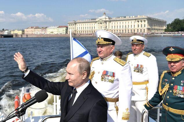 Володимир Путін на військово-морському параді