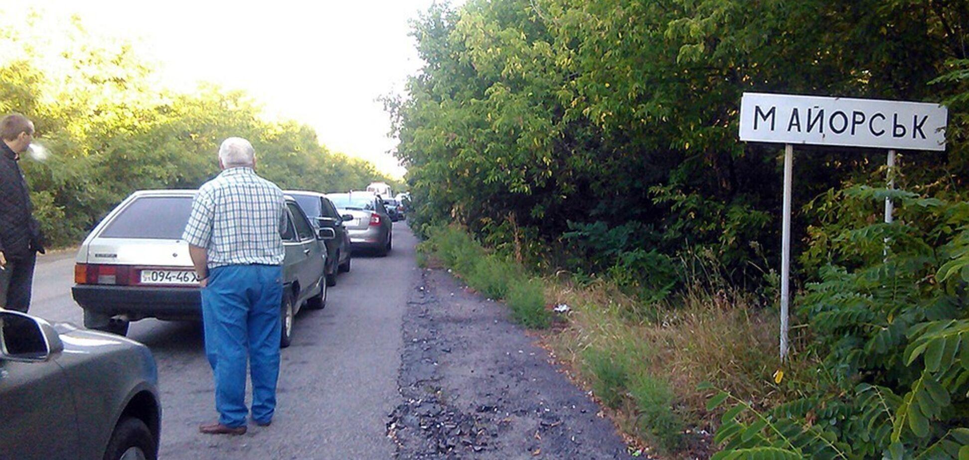 Мирные жители под угрозой: террористы обстреляли гуманитарный коридор на Донбассе