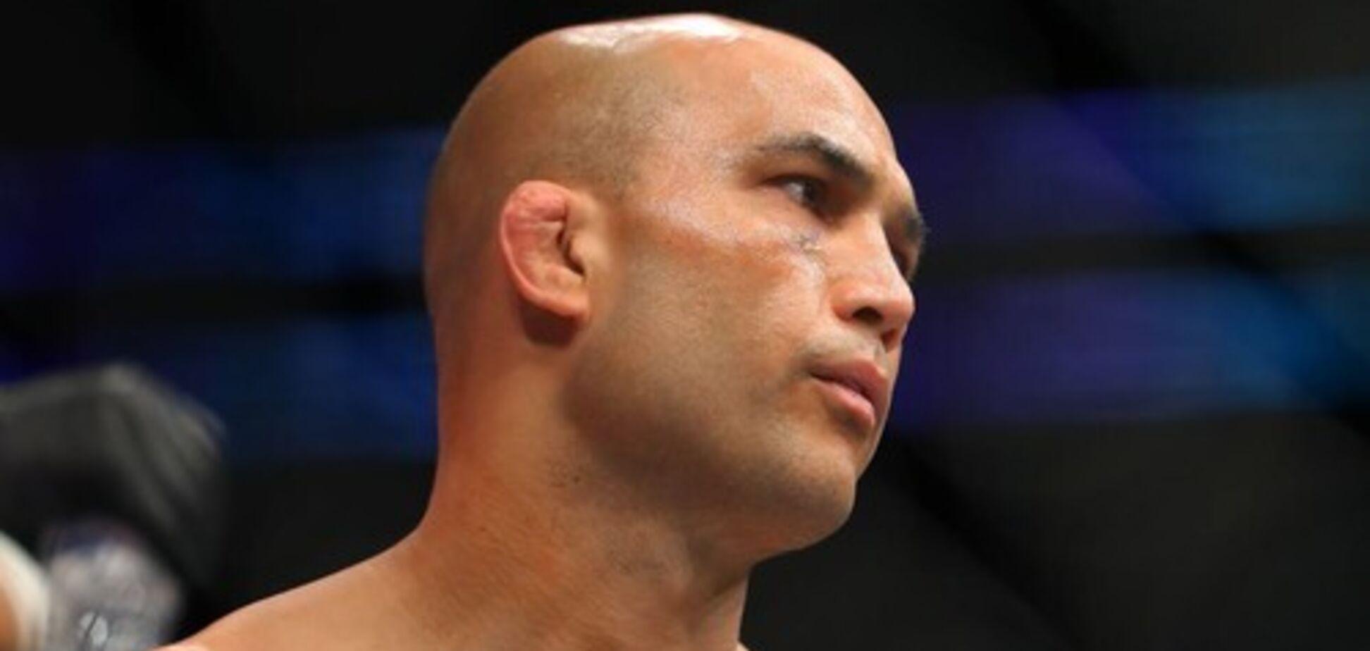Легендарного чемпиона UFC нокаутировали в пьяной драке
