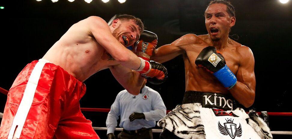 Чемпіон WBC 'ніжним дотиком' відправив суперника в нокаут