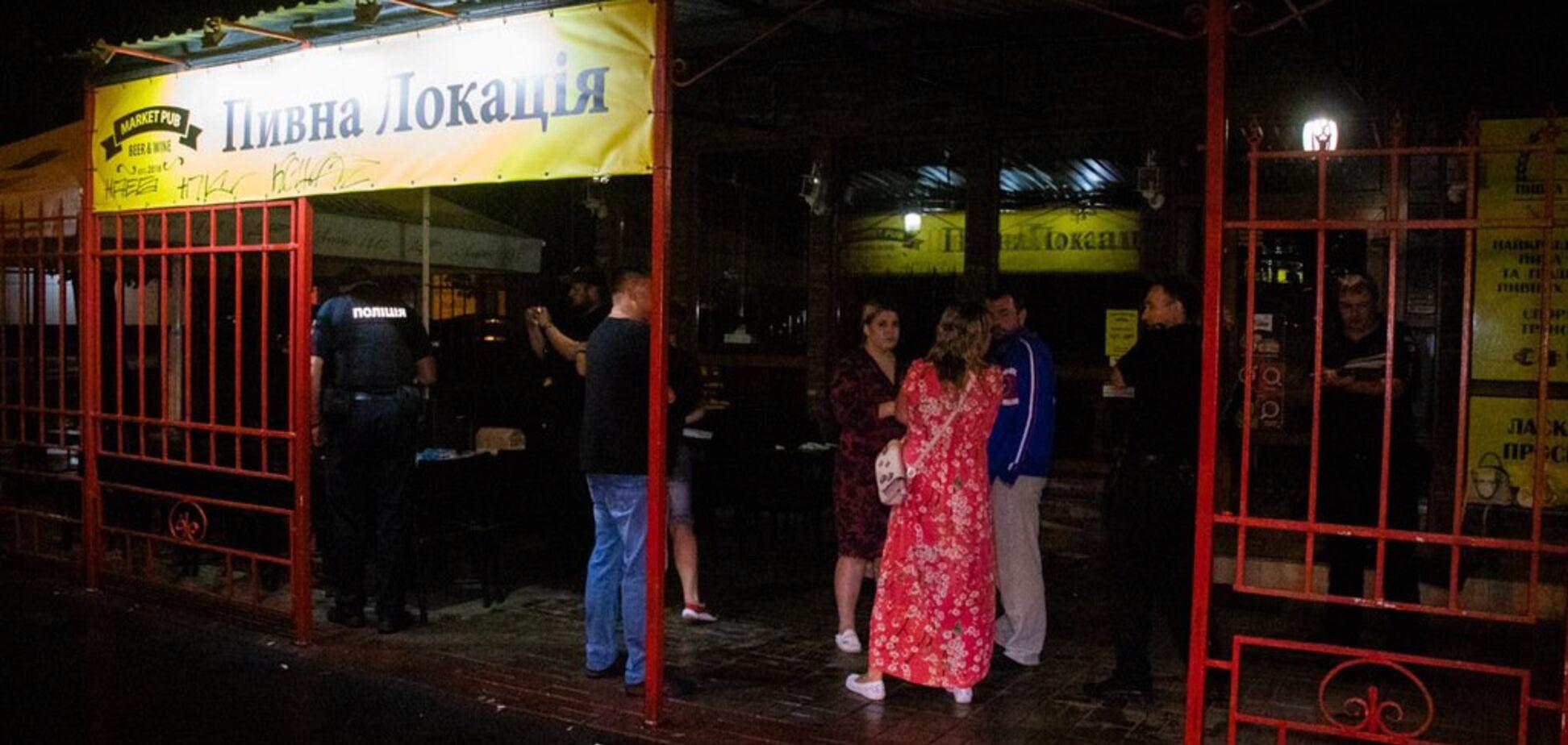 Дістав пістолет і почав стріляти: у Києві обстріляли відвідувачів кафе. Фото з місця