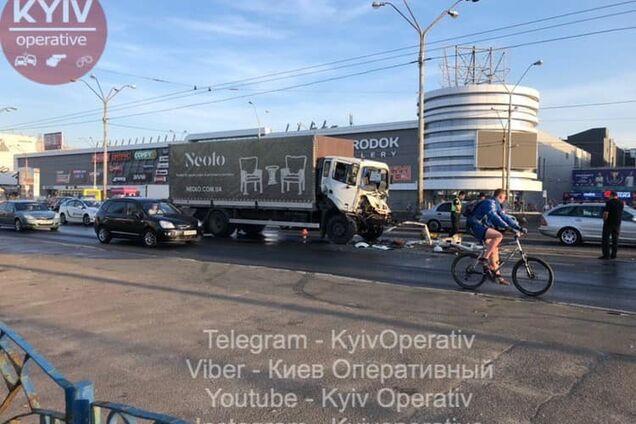 В Киеве произошло жуткое ДТП с грузовиками