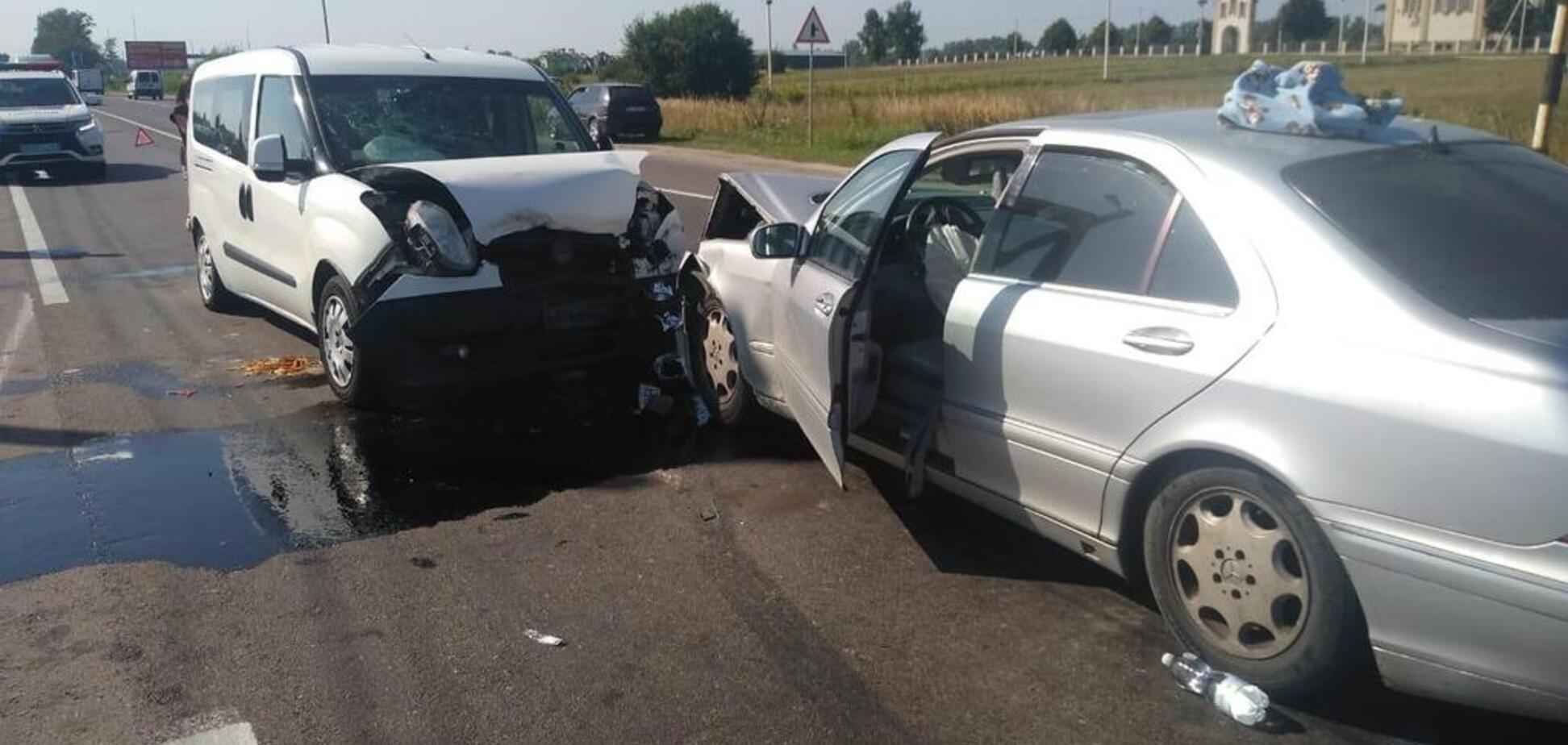На Львовщине жестко столкнулись два авто