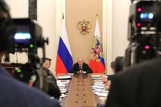 Володимир Путін на нараді з членами уряду