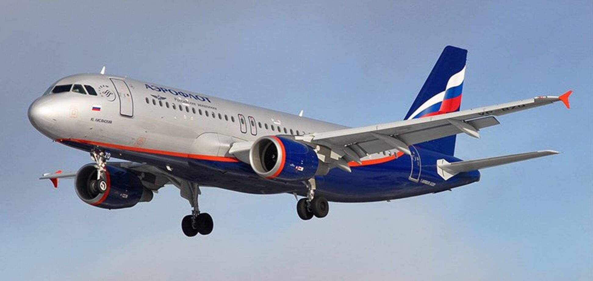 У Росії літак із пасажирами зламався у небі: всі деталі НП