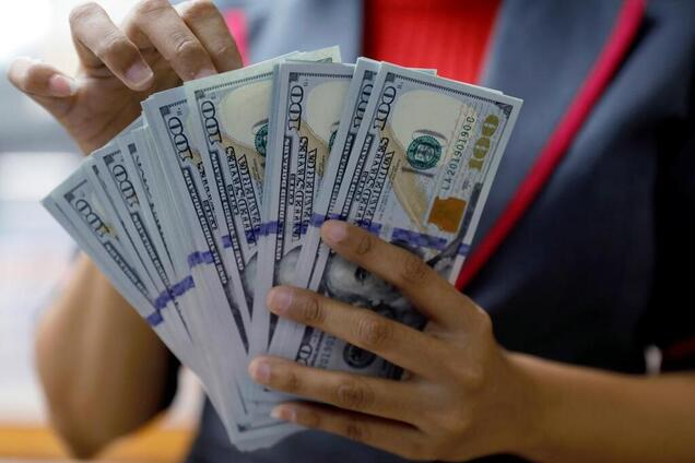 Курс долара буде рости