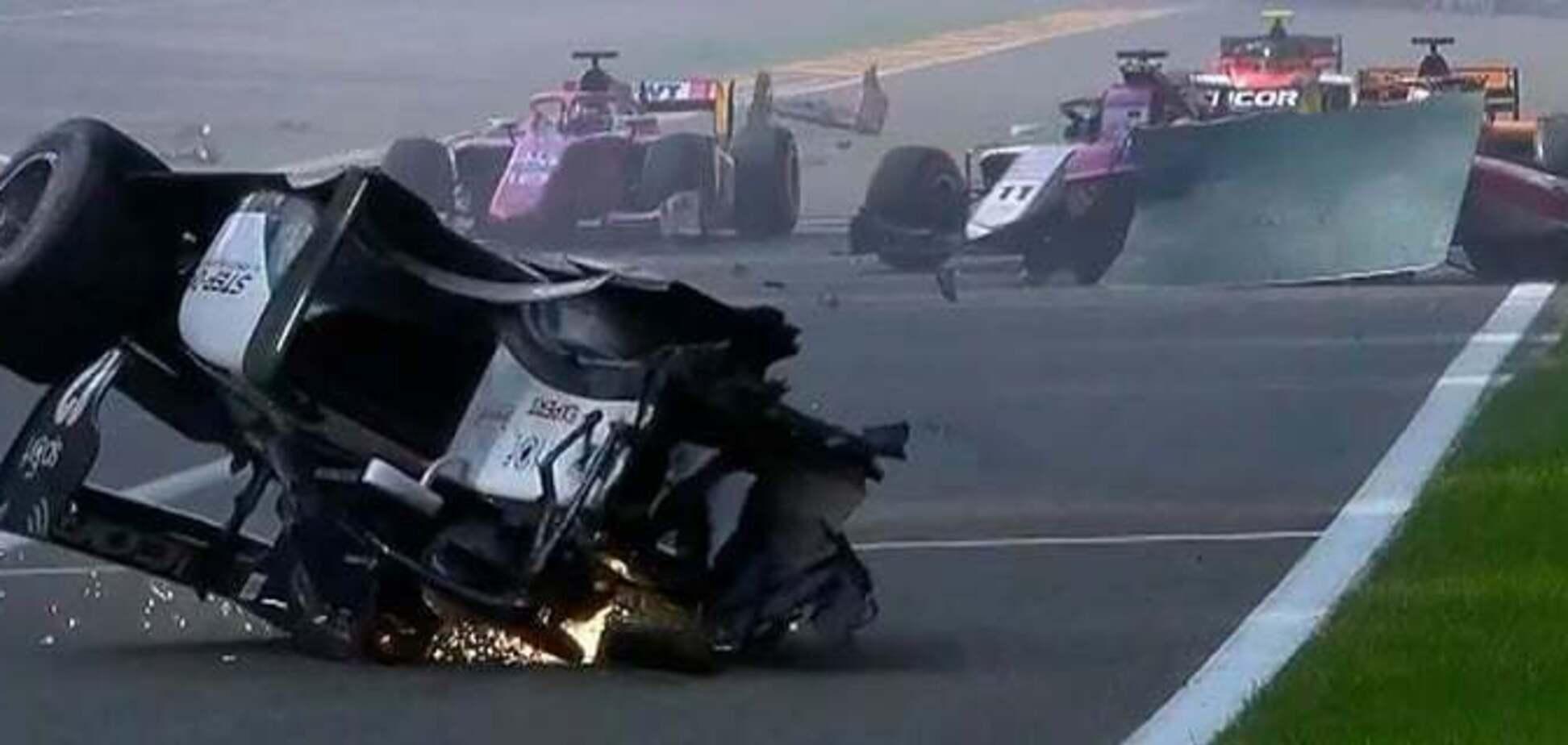 В гонке Формулы-2 произошла кошмарная смертельная авария