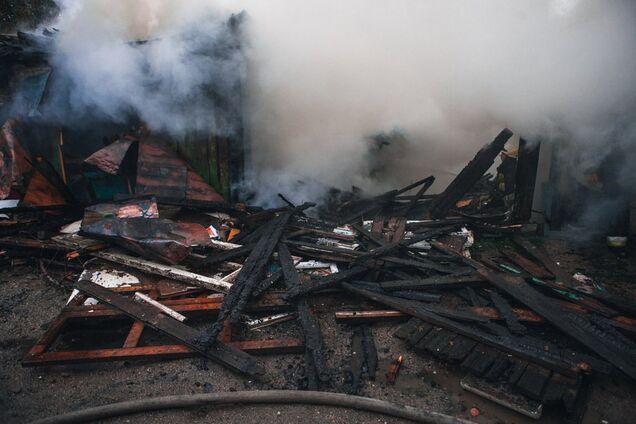 У Дніпрі на вул. Звивистій пожежа знищила цілий будинок