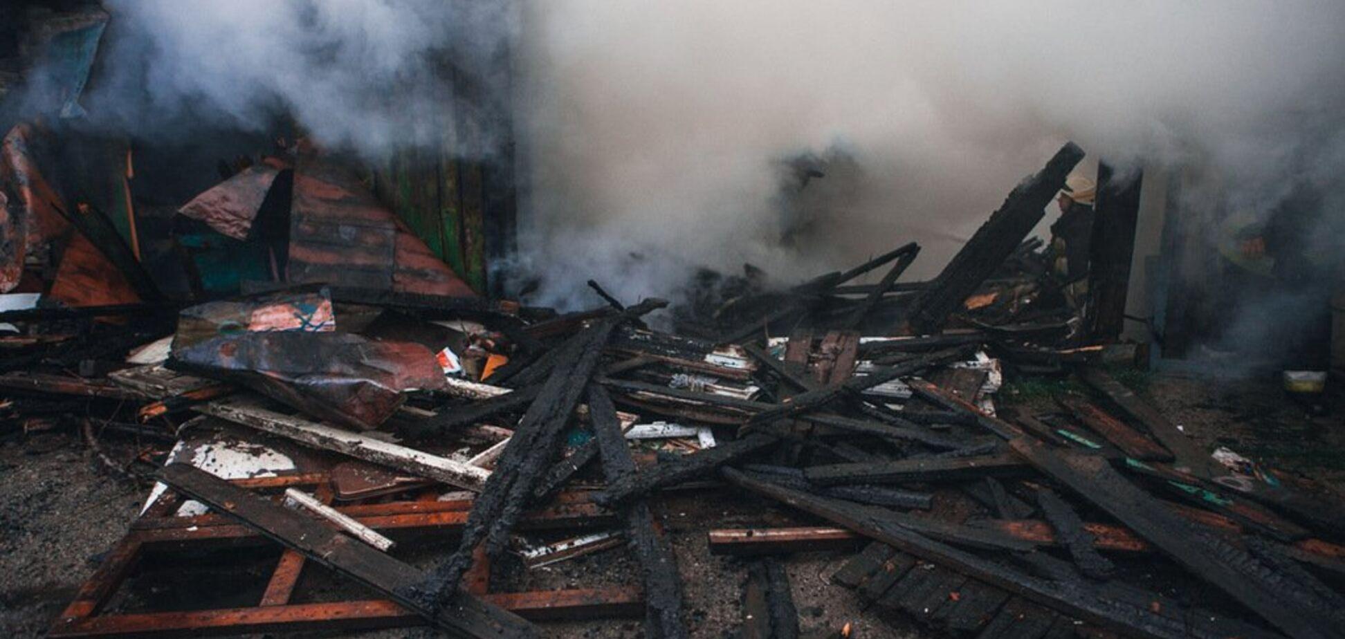 У Дніпрі потужна пожежа знищила цілий будинок: загинула жінка