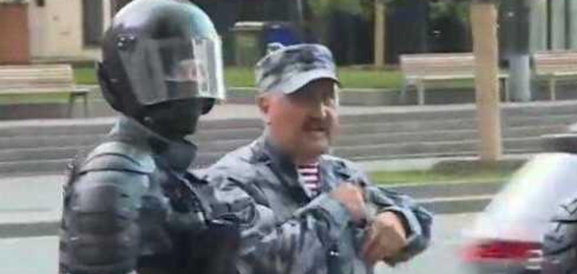 'Бандера не зміг би!' У Росії на протестах засвітився скандальний командир 'Беркуту'