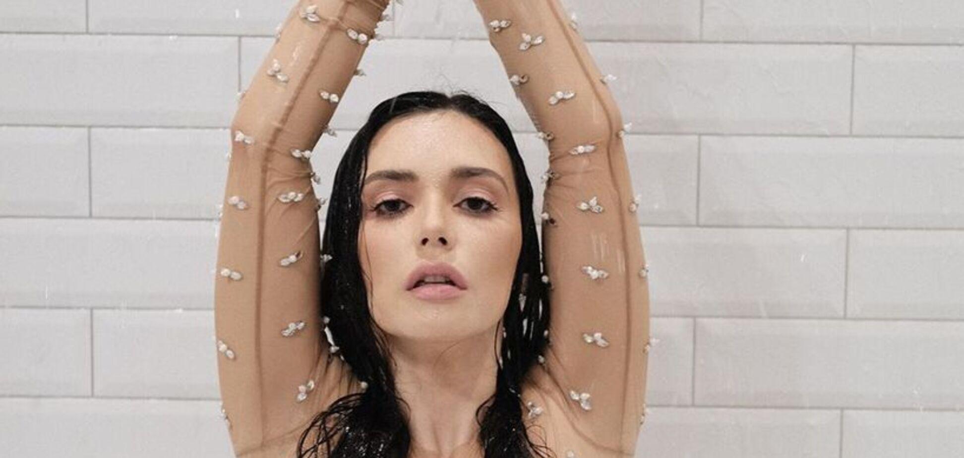 'Соски видно': поп-зірку з Росії розгромили за розпусні знімки