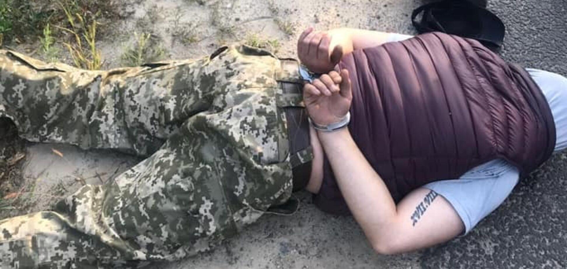 Підприємство під Києвом намагалися захопити озброєні особи: момент потрапив на відео