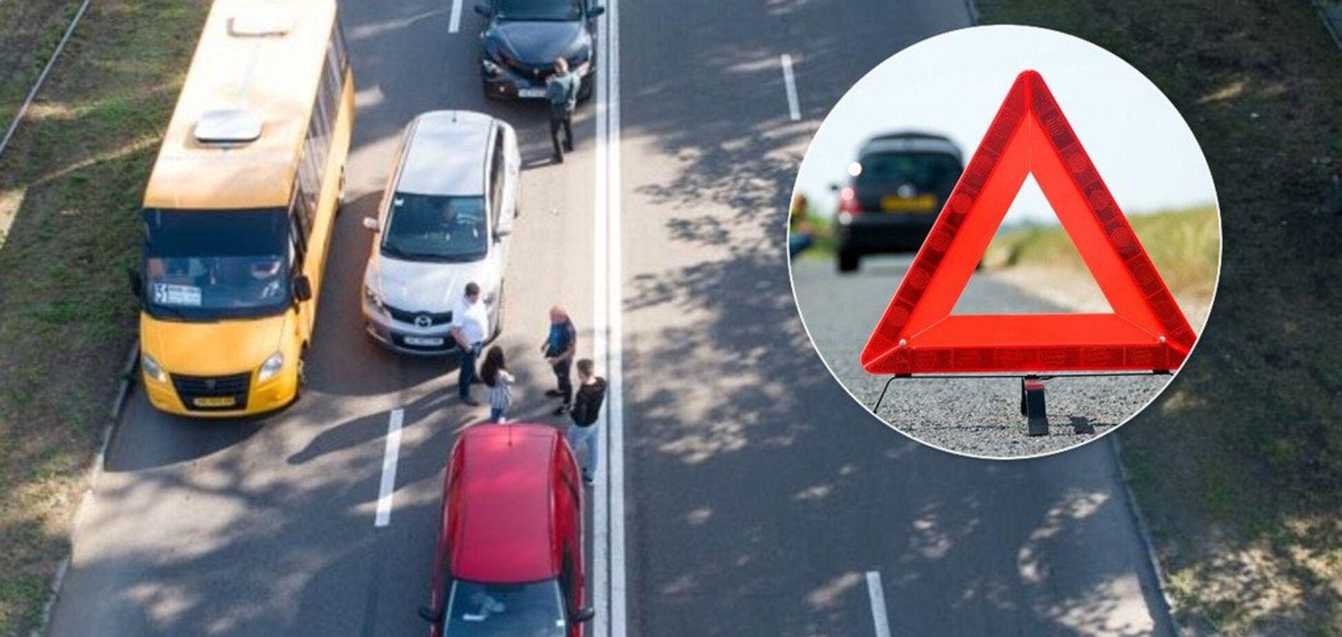 У Дніпрі сталося потрійне ДТП: на місці аварії утворилася пробка