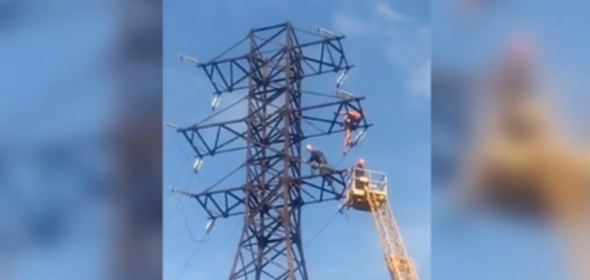 На Николевщине подросток сорвался с башни из-за селфи. Источник: Кадр из видео