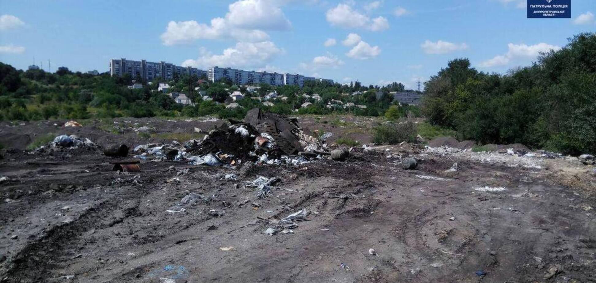 Звалище замість дороги: невідомі вивозили сміття на місце будівництва об'їзної під Дніпром
