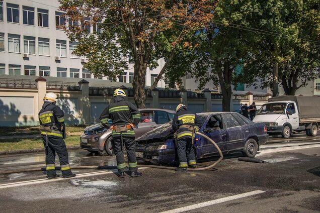 Поліція зупинила палаючий автомобіль