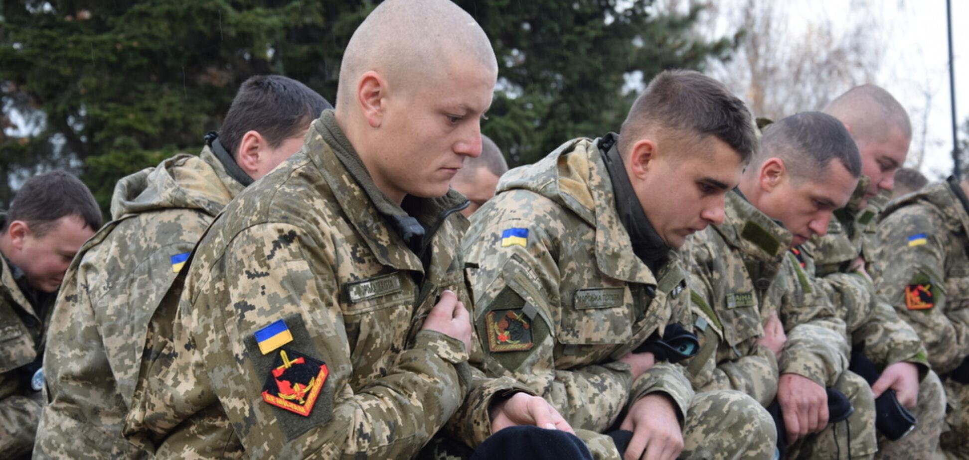 Вчера Зеленский вбил очередной клин между собой и армией
