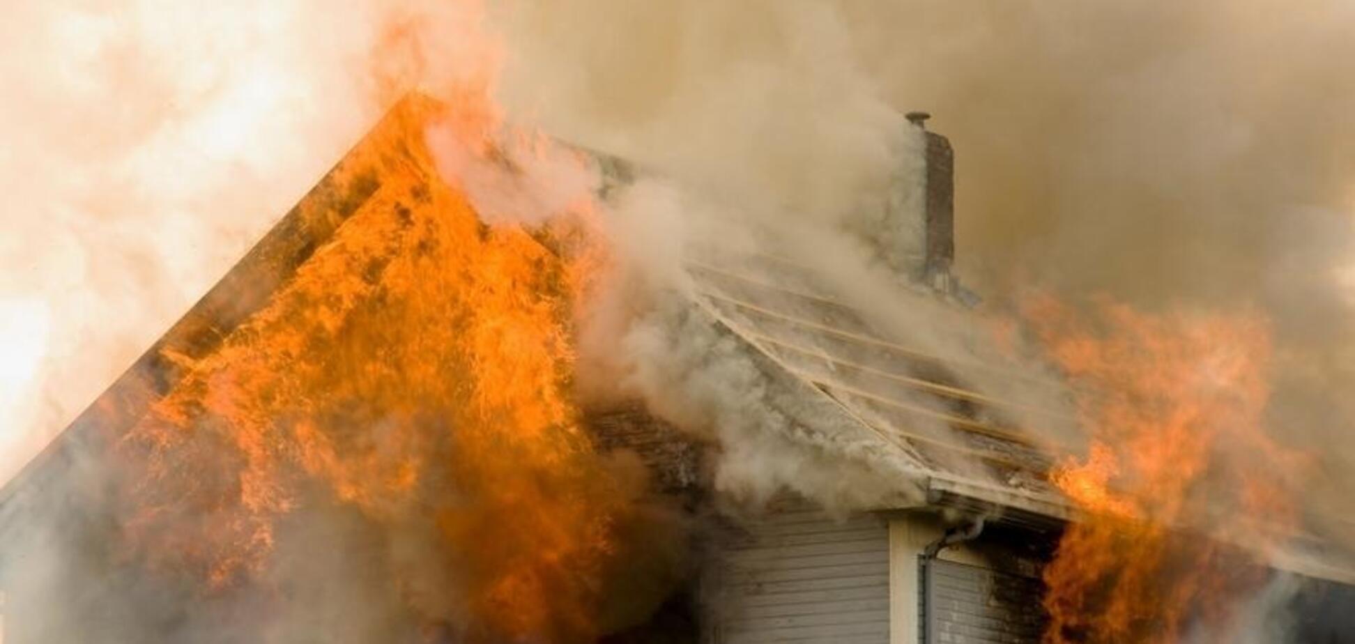 У Дніпрі спалахнув будинок: у постраждалого сильні опіки